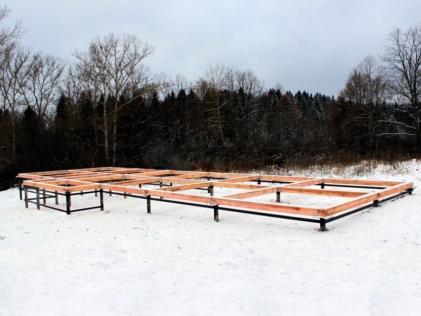 В какое время года лучше строить свайно-винтовой фундамент?